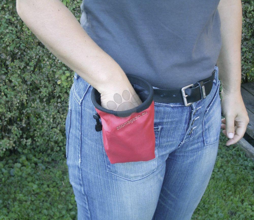 Kerbl Trainer Feeding Bag - чантичка за лакомства 16 / 12 см.