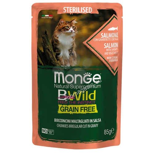 Monge BWILD Grain Free Sterilised със сьомга, скариди и зеленчуци – пауч с хапки в сос, без зърнени храни – за кастрирани котки в зряла възраст 85 гр.